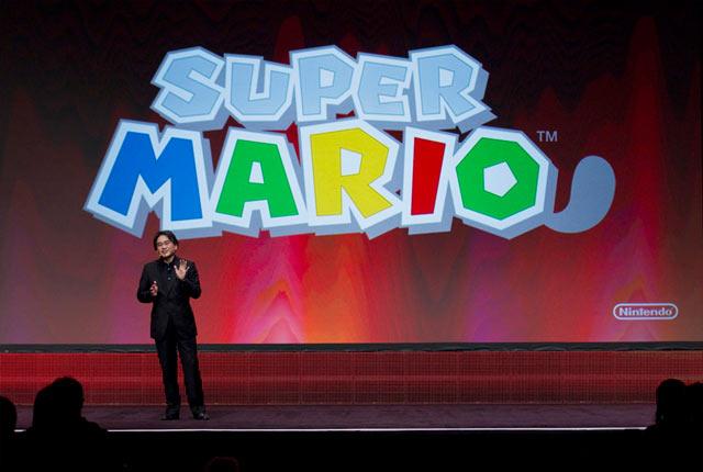 GDC 2011 Photo - Satoru Iwata Super Mario 3DS Logo